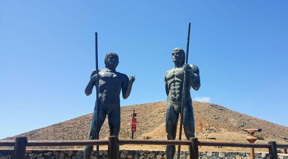 Morro Velosa Statues