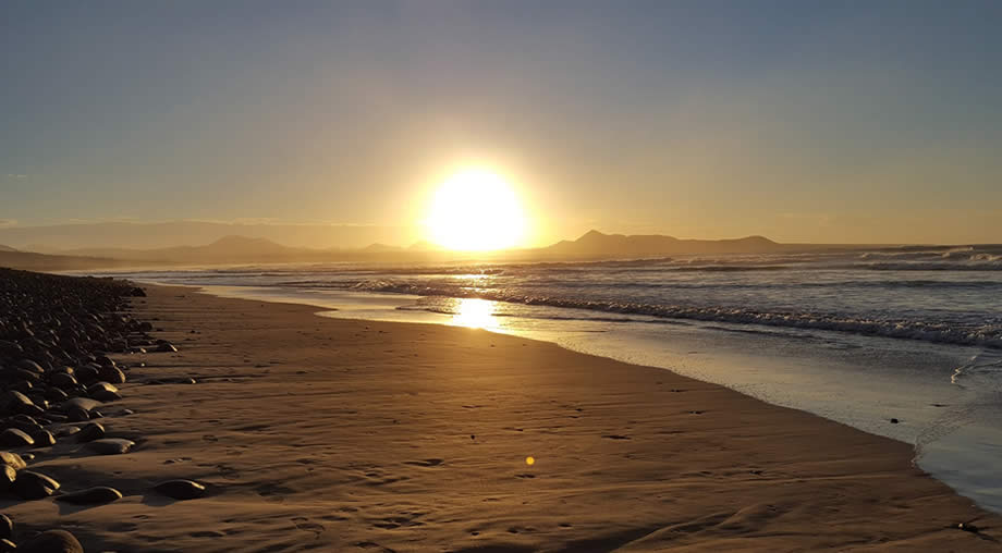 sunset-famara-beach
