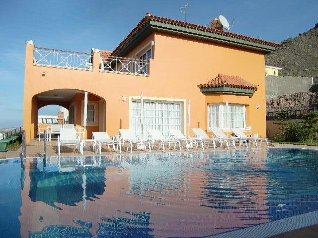large-villa-costa-adeje-tenerife-rental